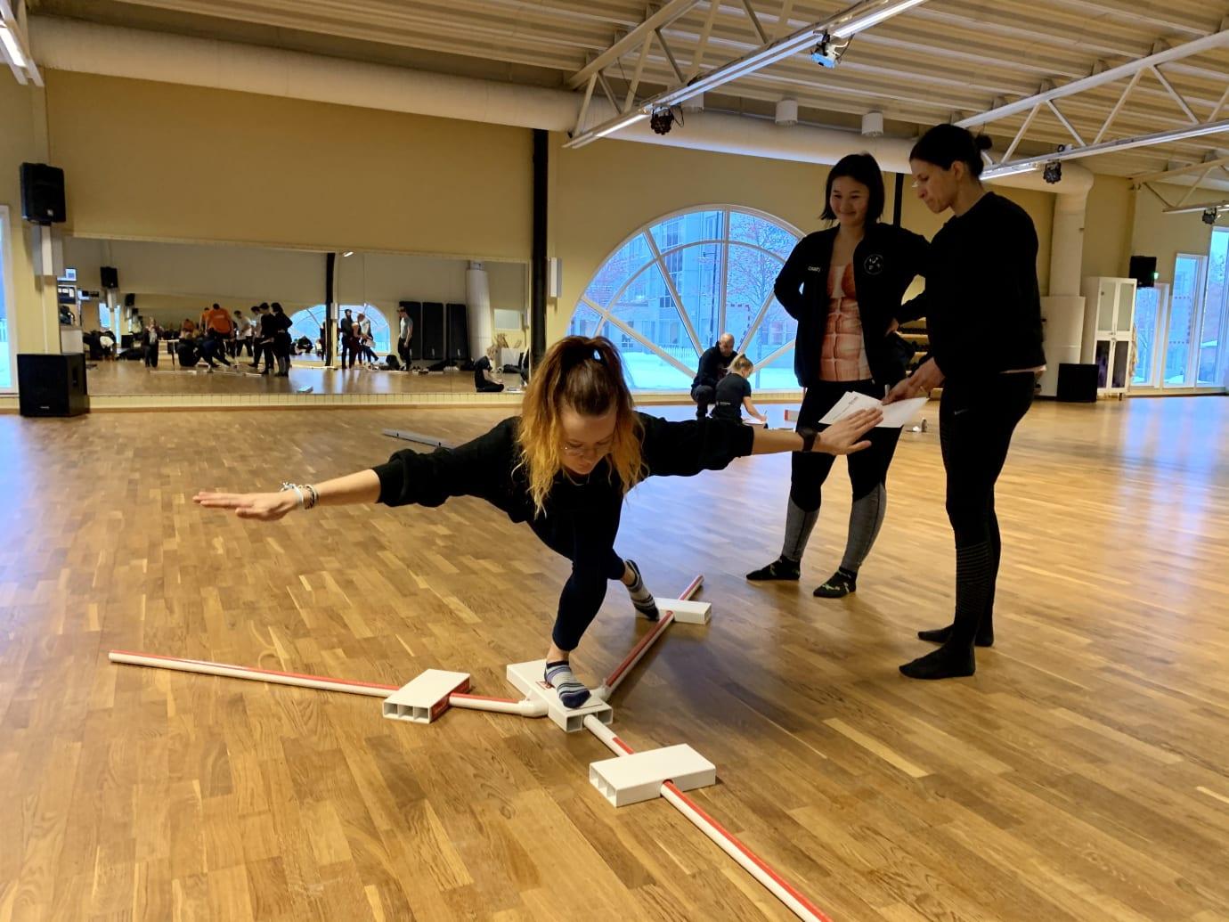 Y Balance Test - analysera rörelsemönster, asymmetrier i rörlighet och muskelstyrka. Foto: Kajsa Gilenstam